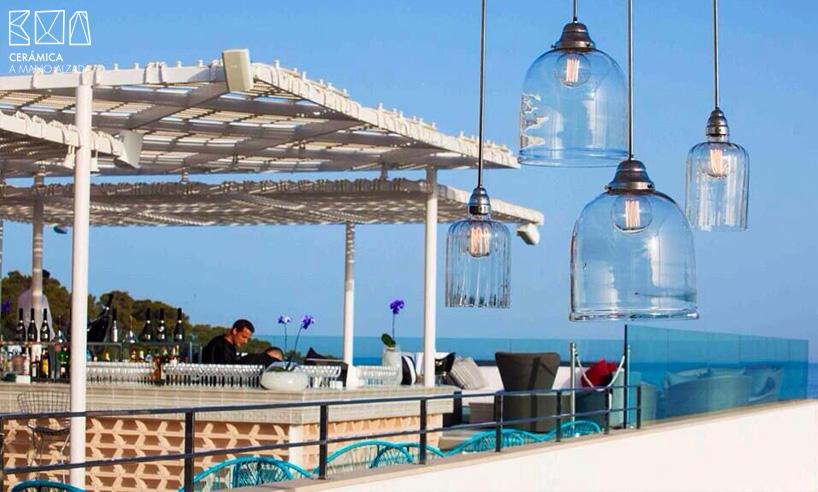 03-1-Celosias-cerámicas-Sergi Arola-Aguas de Ibiza-futur-2-ceramica a mano alzada