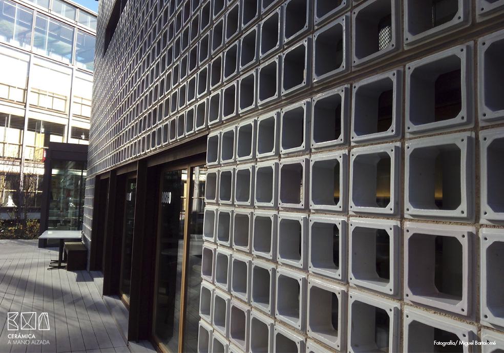 02_Celosia ceramica-Colegio-de-arquitectos-Madrid-ceramica a mano alzada