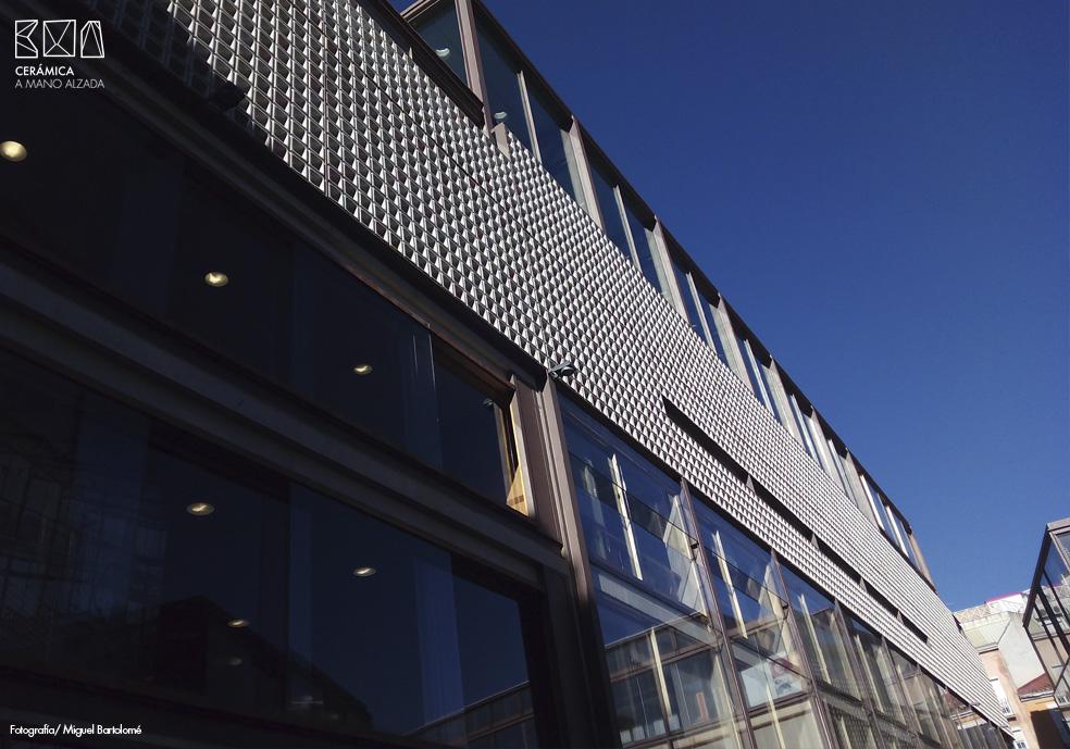 12_Celosia ceramica-Colegio-de-arquitectos-Madrid-ceramica a mano alzada