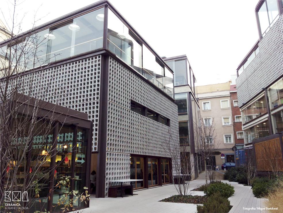 Celosia-ceramica-Bosco-de-lobos-Restaurant-bar-awards-2015-ceramica-a-mano-alzada