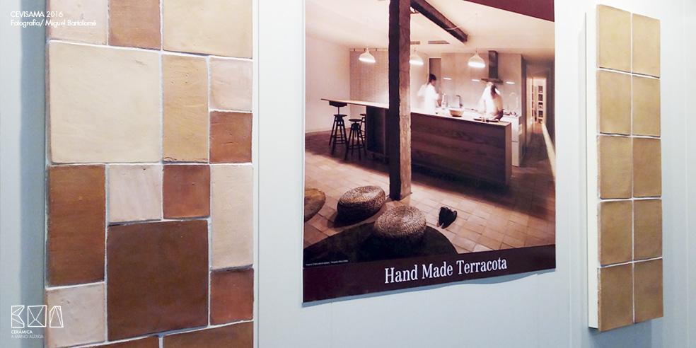 Cevisama-2016-barro-manual-ceramica-a-mano-alzada
