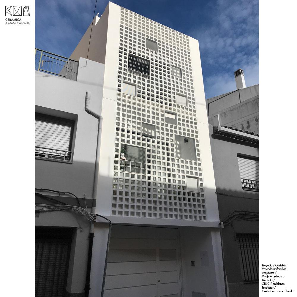 01-Celosia-ceramica-proyecto-CLS-011-blanca-unifamiliar-viraje-ceramica-a-mano-alzada