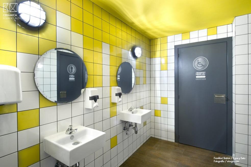 Azulejo-Frankfurt-station_egue y seta-ceramica-a-mano-alzada-