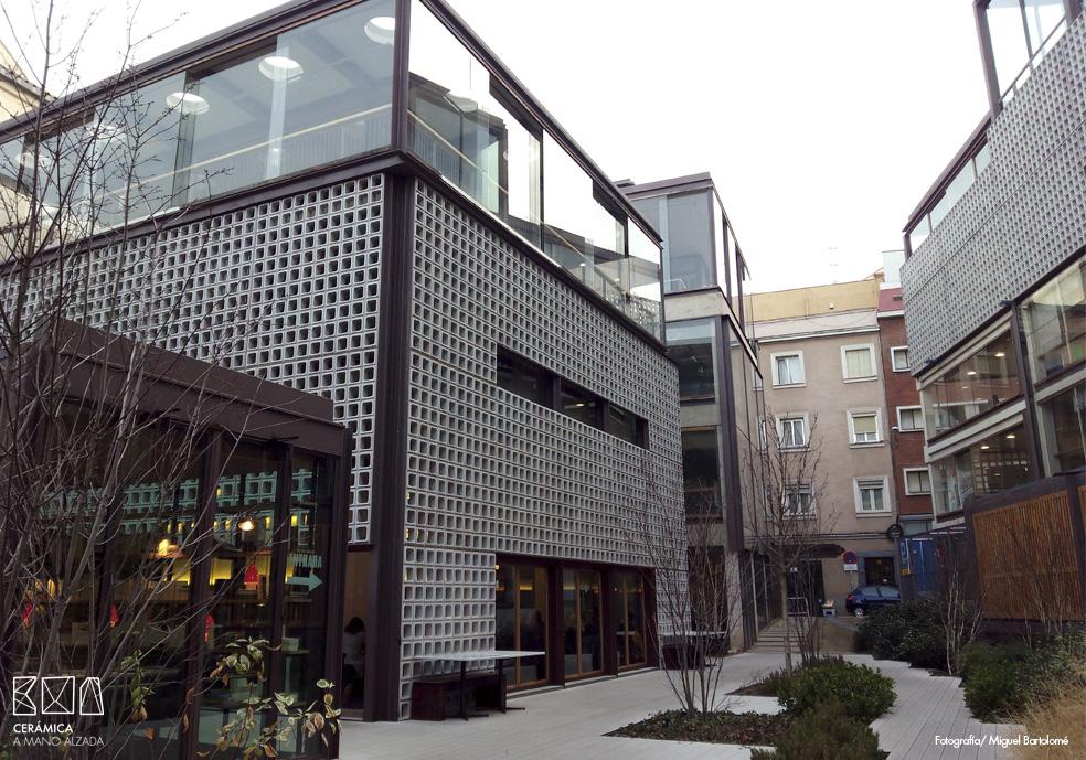 03_Celosia ceramica-Colegio-de-arquitectos-Madrid-ceramica a mano alzada