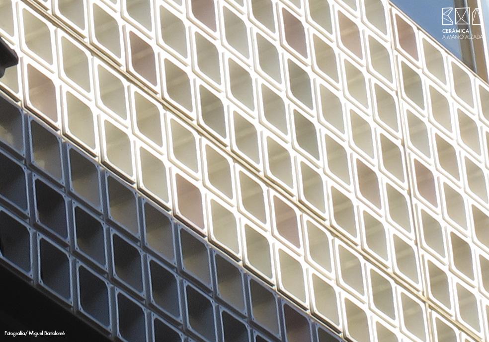 13_Celosia ceramica-Colegio-de-arquitectos-Madrid-ceramica a mano alzada