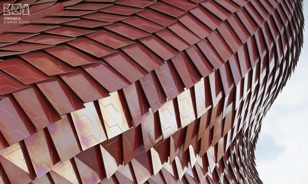 escamas-ceramicas-nacaradas-detalle-superposicion-ceramica-a-mano-alzada