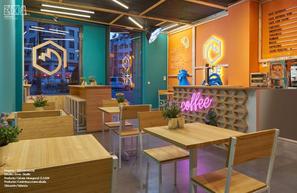 celosia hexagonal en barra restaurante cresta house valencia ceramica a mano alzada