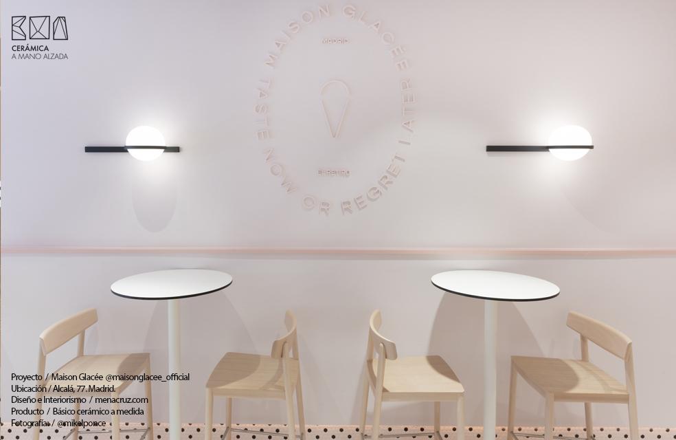 detalle interiorismo heladería Maison Glacee Madrid Moulin Chocolat ceramica a medida ceramica a mano alzada