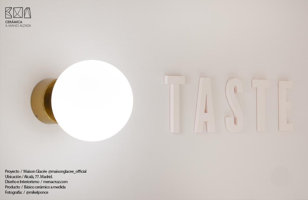 ceramica a medida y detalles interiorismo mena+cruz heladería Maison Glacee Madrid Moulin Chocolat ceramica a mano alzada