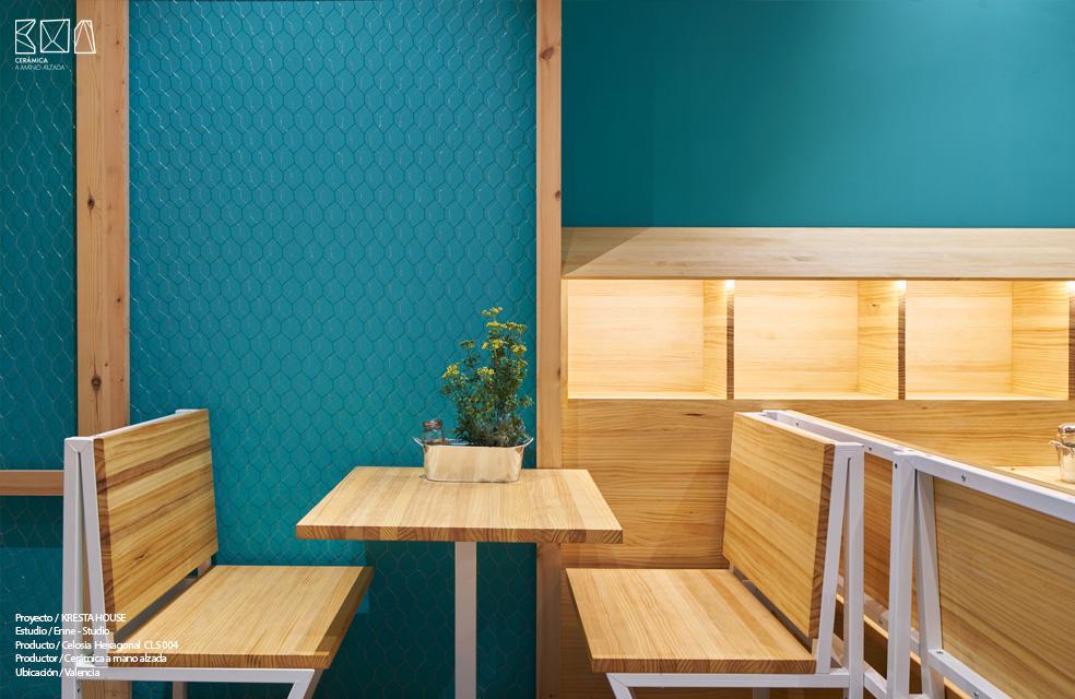 materiales puros en el interiorismo del restaurante Kresta House Valencia Ceramica a mano alzada